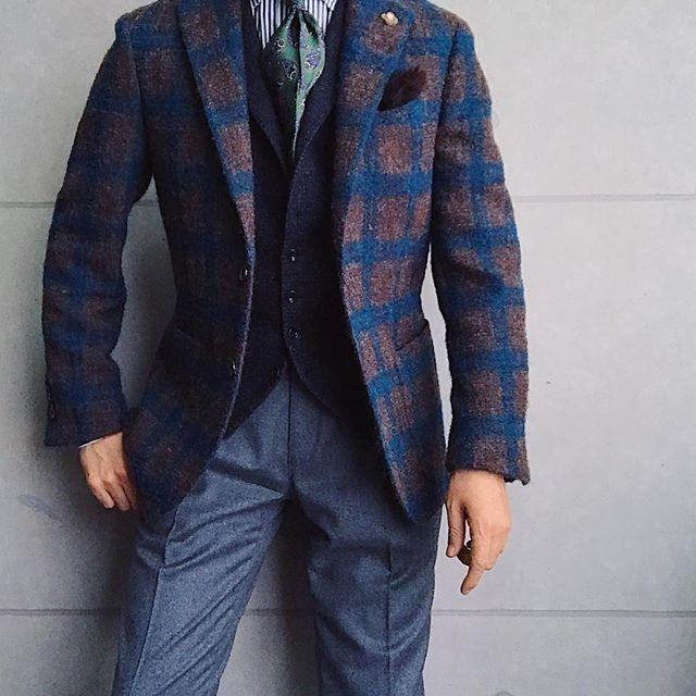 . 2017/11/30. . おはようございます✨. . 今日はこんな感じで✨. * * * Jacket #LARDINI Gilet #TAGLIATORE Shirts #beamsf Tie #JOHNCOMFORT Chief #Holidayandbrown Pants #gtapantaloni * * * #mensfashion #menstyle #menswear #mnswr #wiwt #gentleman #fashion #fashiongram #instafashion #instastyle #coordinate #code #ootd #photooftheday #outfit #outfitpost #dapper #stylish #me #jacket #menwithclass #ファッション #コーディネート #beamsf