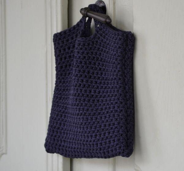 Na nákupy...tmavomodrá Originálna háčkovaná taška zhotovená z tmavomodrej…