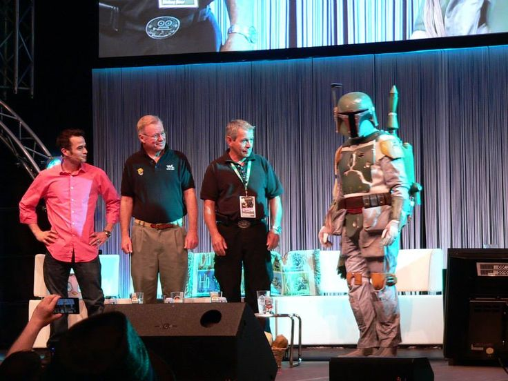 Jeremy Bulloch appearing in Mandalorian armor during the Boba Fett panel at Celebration Europe II.