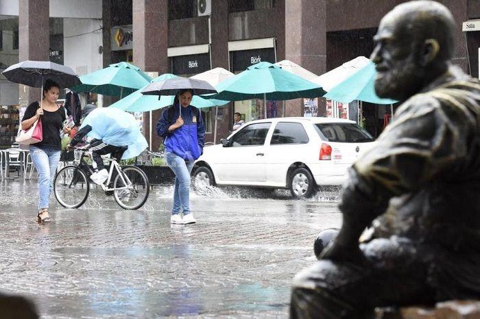 La lluvia trae alivio en Salta: Después de un fin de semana caluroso, la semana inicia con precipitaciones y alerta meteorológica por…