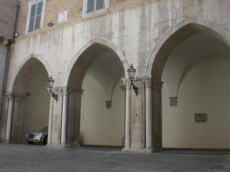 #Gothic arch arcade #Ancona, Piazza del Papa, Palazzo del Governo, F. di Giorgio Martini, 1484 #italy