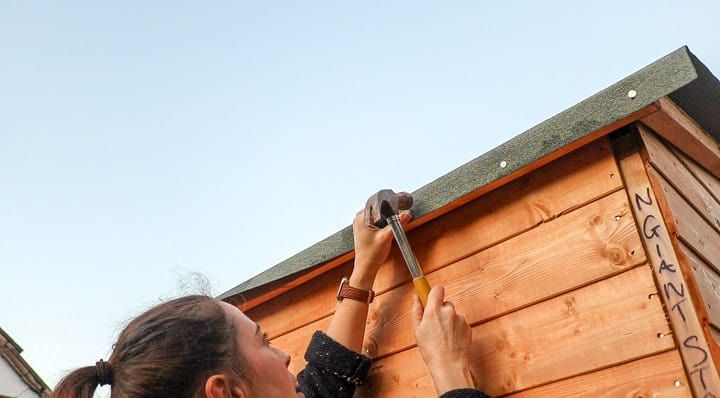 Hammering Felt To Shed Rood With Clout Nails Shed Wickes Roof Edge