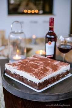 """Saftiger & extrem schokoladiger """"Rotwein""""-Kuchen mit Kirschen"""
