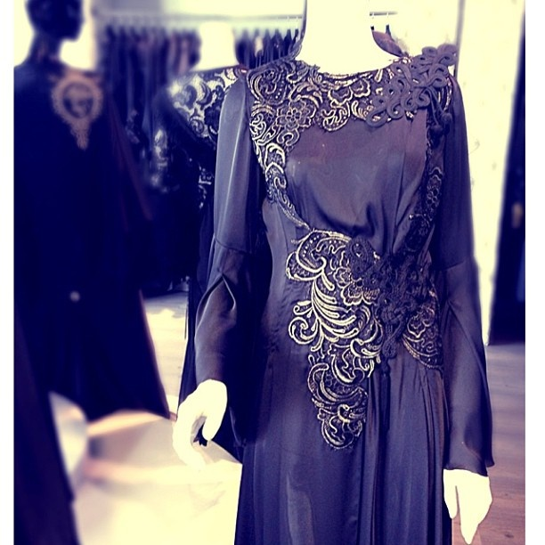 Good morning everyone ☕ Heading to the airport ✈ going to Bahrain ✋ This Abaya is from our new collection✌