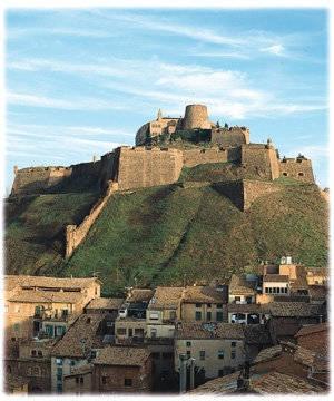 CASTLES OF SPAIN - Castillo de Cardona,(Barcelona) Construido en el año 886 por Wifredo el Velloso. De estilo románico y gótico. Durante el siglo XV, los duques de Cardona fueron la familia más importante de la Corona de Aragón. En 1714, después de un asedio que destruyó en buena parte las murallas del castillo, fue uno de los últimos reductos en entregarse a las tropas borbónicas de Felipe V durante la Guerra de Sucesión Española.