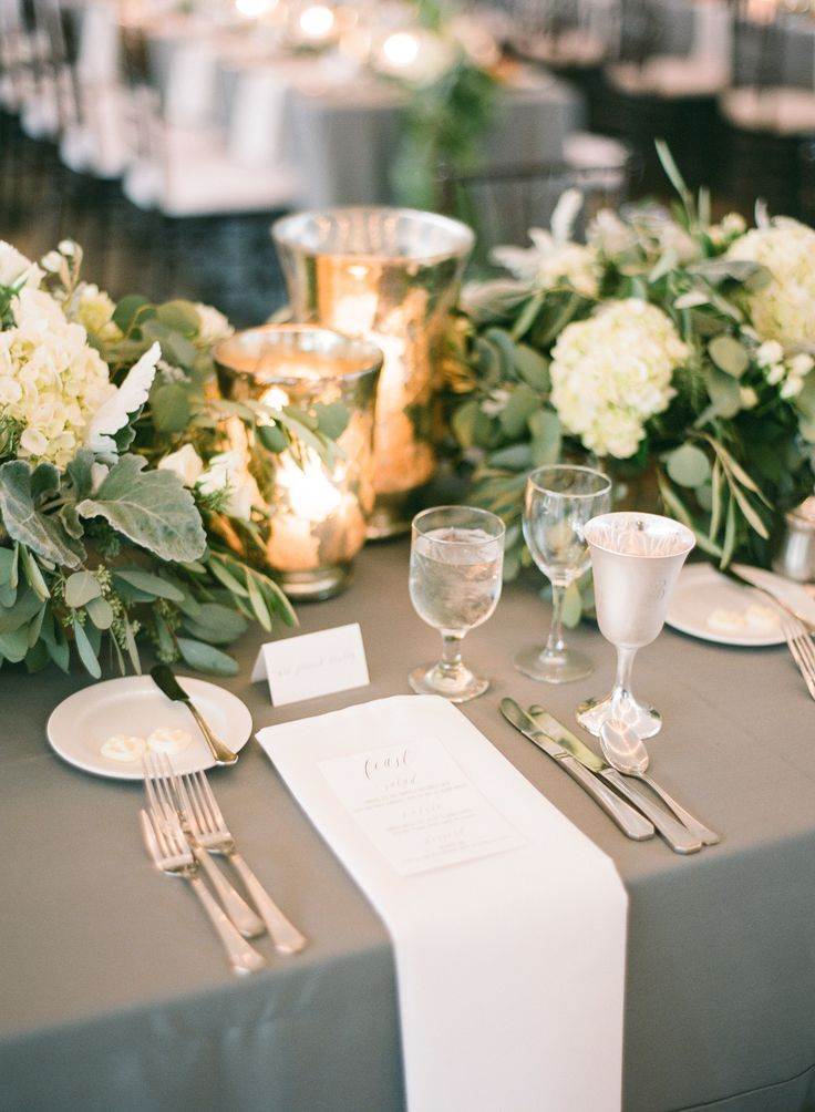 #tablescapes, #centerpiece, #place-setting Photography: Justin DeMutiis Photography - justindemutiisphotography.com Event Design: MMD Events - http://mmdevents.com
