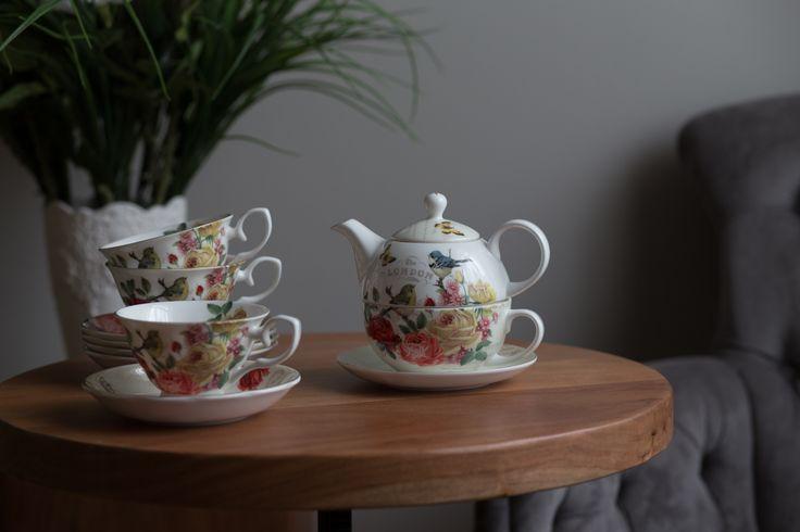 Set ce ceai din porțelan englezesc!