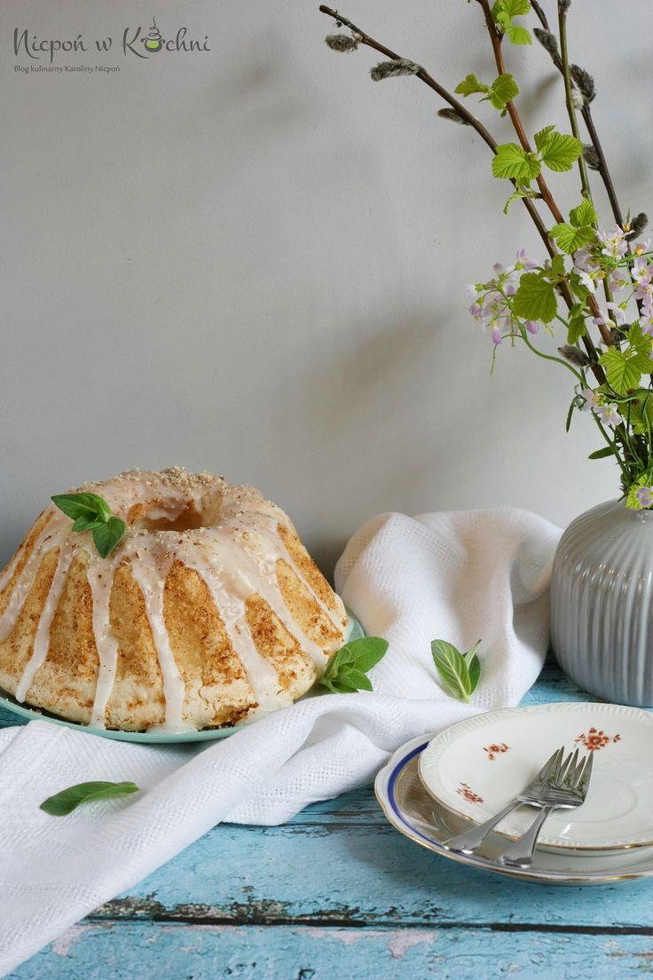 Gluten-free vegan cake, Babka bezglutenowa bez jajek, z aquafabą wyrosła pięknie. Jest puszysta jak chmurka, z chrupiącą pyszną skórką. Efekt przerósł moje oczekiwania! Wypróbuj.