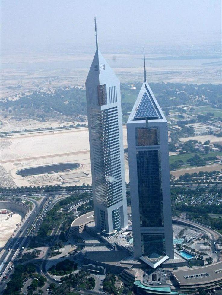 gigantesco rascacielos ubicado en la ciudad de dubai que mide metros de altura y