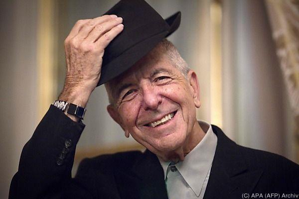 """Die Musiklegende Leonard Cohen ist bereits am Donnerstag auf einem jüdischen Friedhof in seiner Geburtsstadt Montreal beigesetzt worden. Dies berichtete die Zeitung """"La Presse"""" unter Berufung auf den Rabbiner Adam Scheier. Auf Cohens Website hieß es, dass in Los Angeles eine Trauerfeier für den verstorbenen Künstler stattfinden solle. Termin gibt es bisher keinen."""