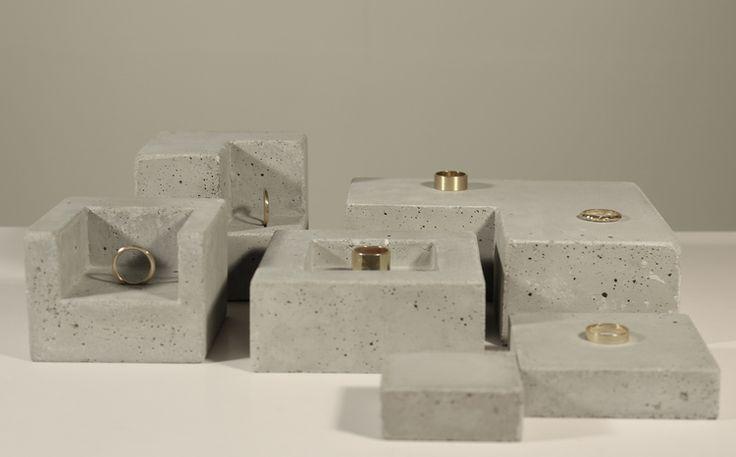 Concrete jewellery display