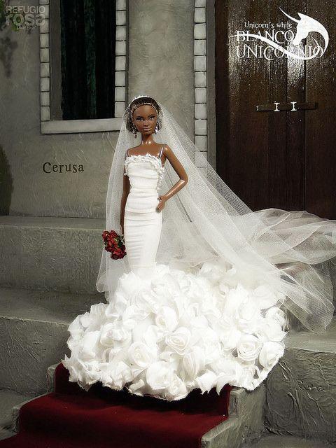 Refugio Rosa Unicorn's White Barbie Doll