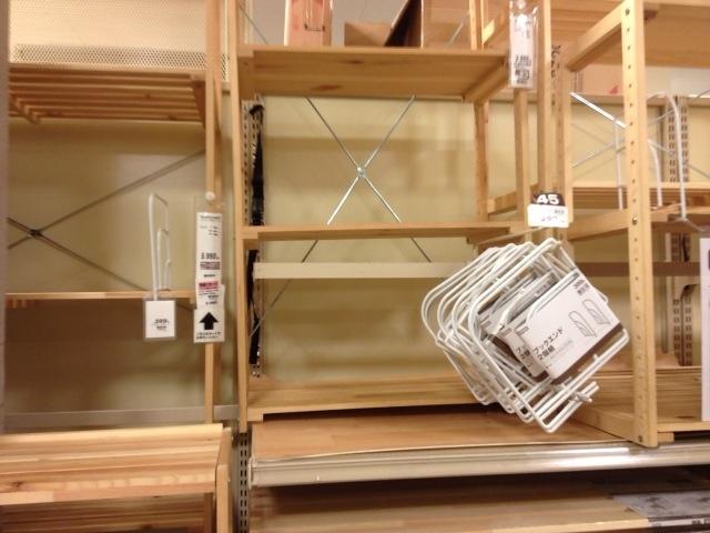 何かに使えそうなニトリの木製台。