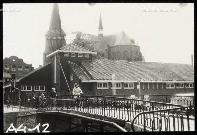 Zeepziederij brug en katholieke school