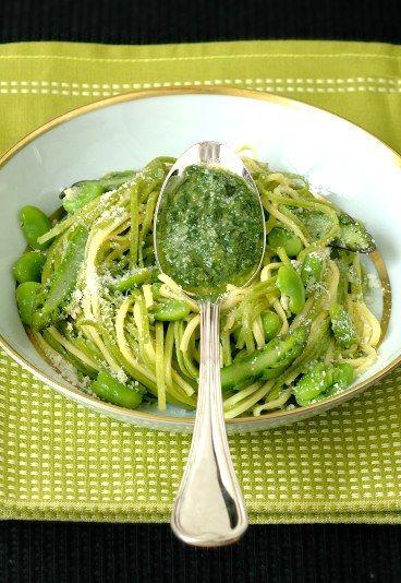 Spaghetti alla chitarra con fave e asparagi - Ricette a base di asparagi - alfemminile