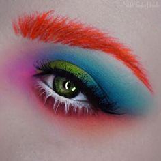 Inspired by Depp's Mad Hatter ✨ [Products used: @katvondbeauty A-Go-Go liquid lipstick (brows), Mi Vida Loca Remix palette (shades: synth, dark wave, destroyer), Electric Warrior metal crush eyeshadow, @makeupgeekcosmetics White Lies, Peach Smoothie, Mango Tango, Poppy, & Cherry Cola eyeshadows, @morphebrushes 35C palette (pinks for the inner corner), and @jeffreestarcosmetics Drug Lord liquid lipstick (waterline & lower lashes).] #madhatter #aliceinwonderland #katvondbeauty #kvdlook…