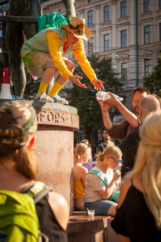 Don Walsh and guides of the operation 'Secret Skills' in Helsinki 2014. Photo: Veera Konsti/Finnish National Gallery.