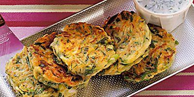 Zucchinipfannkuchen mit Schafskäse Rezept   Küchengötter