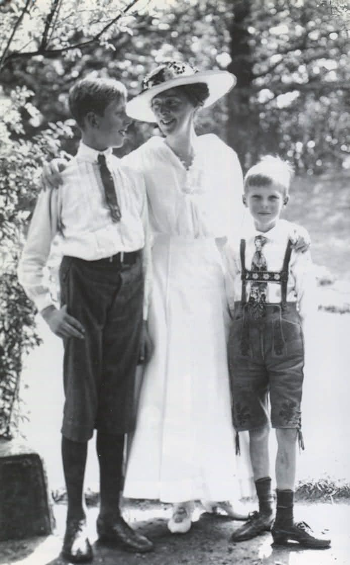 ca. 1914 Princess Daisy of Pless with sons Lexel and Bolko