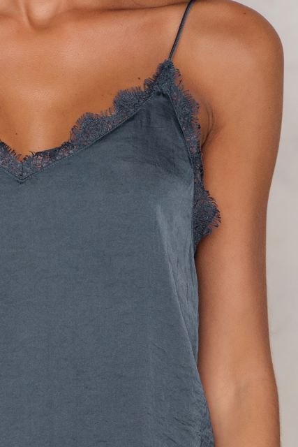 Crushed lace singlet