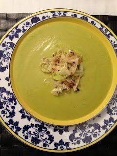 Nutrição Inteligente: Receita- Sopa de abobrinha ao curry com chips de alho poró