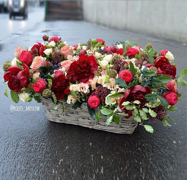 Всем яркой пятницы, друзья! ☀️Заказ цветов, букетов и композиций roots-store.ru и 89859228318 Call/WhatsApp/Viber #roots#roots_moscow#roots_flowers#цветымосква#доставкацветовмосква#цветысдоставкоймосква#нежность#цветылюбимой#bloom#sendflowersmoscow#moscow#flowers#flower#blossom#sopretty#spring#summer#nature#beautiful#pretty#flowerslovers#botanical#flowermagic#instablooms#bloom#blooms#botanical#floweroftheday#flowersporn#flowersmood#пионы#пионымосква