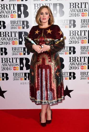 Adele è stata l'artista più premiata dei Brit Awards 2016, ricevendo quattro statuette: tutti i dettagli della serata.