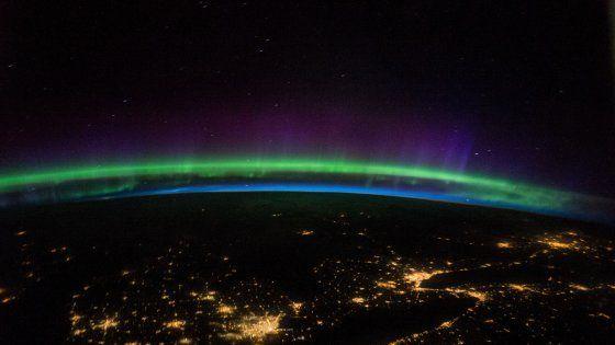 Le immagini di queste pagine sono state scattate dall'attuale equipaggio della Iss che viaggia a 27mila chilometri orari intorno alla Terra: Kate Rubins,