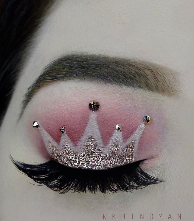 This crown makeup trend is going viral for a reason.