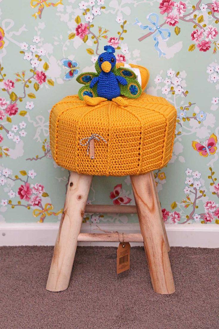 Patroon en videotutorial: reliëfsteek haken op een krukhoesje of poef  #crochet #haken #pattern #patroon #poof