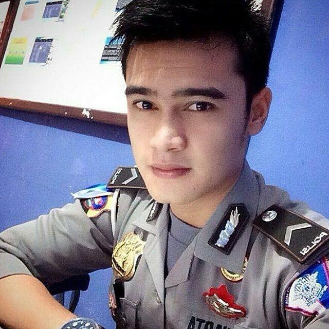 Moga moga mimpiin pak pol yg ganteng #polisi #tentara #ganteng #cantik #indonesia #awesome #handsome #sexy #style