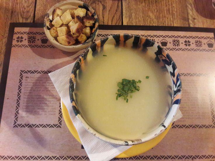 Romanian soup #laceaun #romanian #romania #brasov #restaurant #traditional #food #soup #ceramic