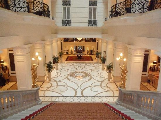 Corinthia Hotel Budapest: Looking back onto the main entrance
