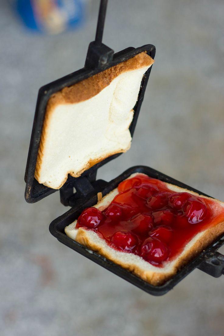 How To Make A Mountain Pie (Campfire Pie) : Kendra's Treats