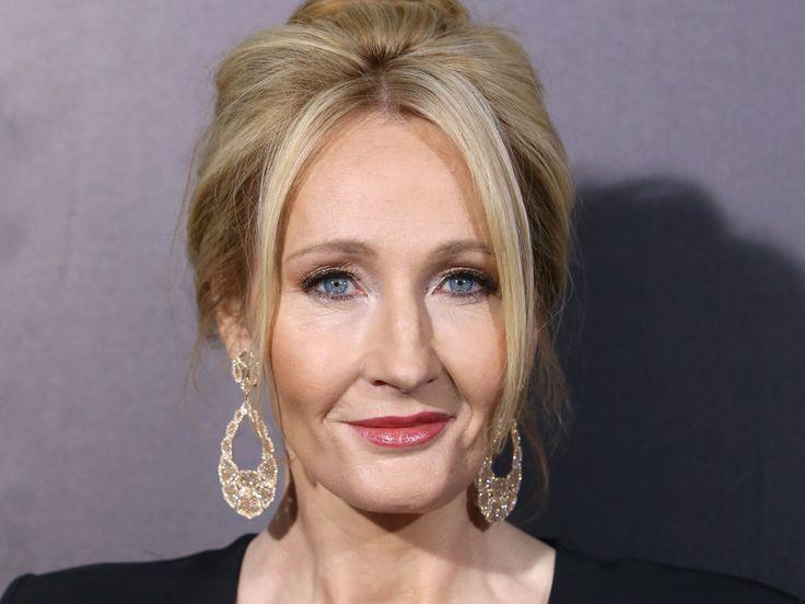 """Joanne K. Rowling sieht ein, wenn sie einen Fehler macht: Die Bestsellerautorin hat sich auf Twitter für ihre beleidigenden Trump-Tweets entschuldigt. Bestseller-Autorin Joanne K. Rowling (52, """"Phantastische Tierwesen und wo sie zu finden sind"""") hat sich öffentlich auf Twitter dafür..."""