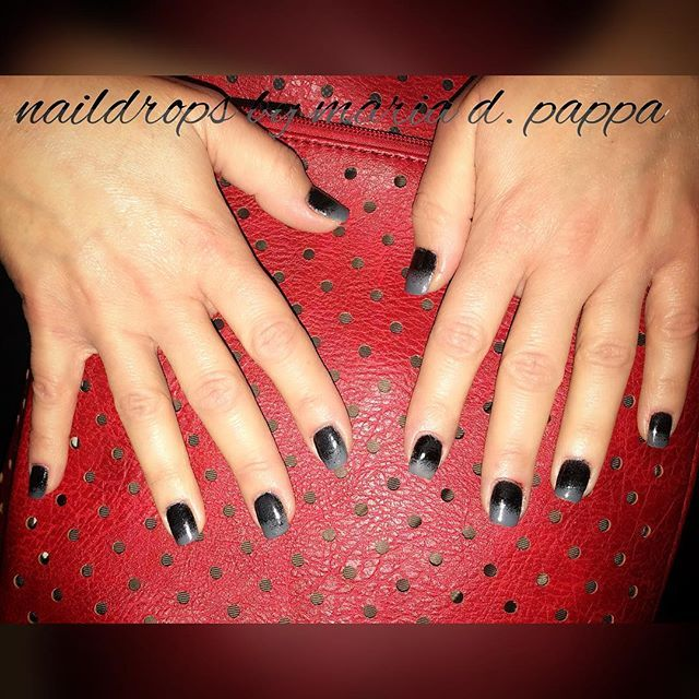 #manicure #ombrenails #greyandblacknails