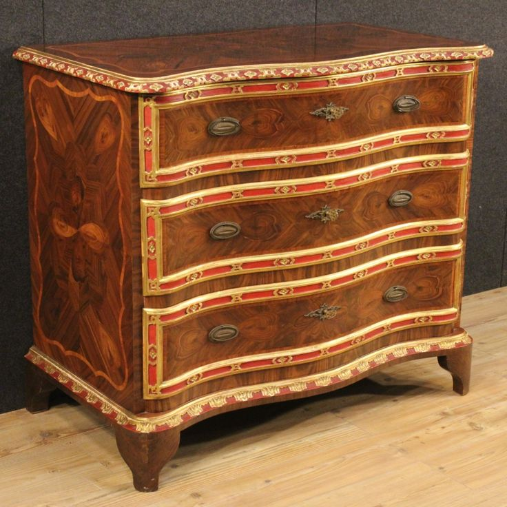 3800€ Genoese inlaid chest of drawers in rosewood and palisander. Visit our website www.parino.it #antiques #antiquariato #furniture #inlay #antiquities #antiquario #comò #commode #dresser #chest #drawer #golden #gold #decorative #interiordesign #homedecoration #antiqueshop #antiquestore