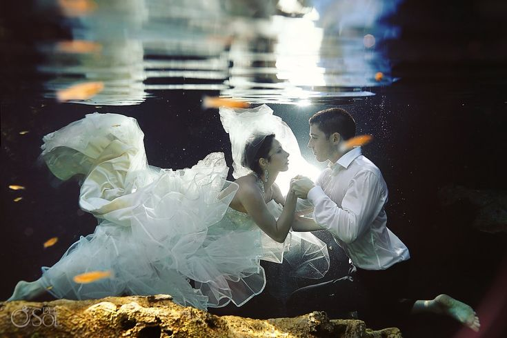 Riviera Maya underwater trash the dress in a sacred cenote. Mexico wedding photographers Del Sol Photography