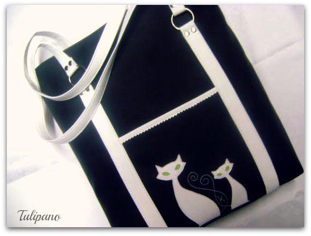 Nagy pakolós vödör táska cicával fekete-fehérben