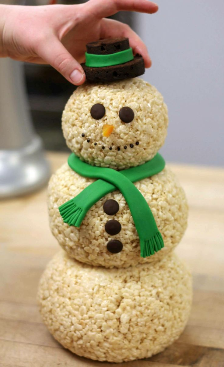 ♫ With a fondant scarf and an apricot nose and two eyes made out of cocoa... ♫ Bring Krispy the Snowman to life with this simple DIY recipe.