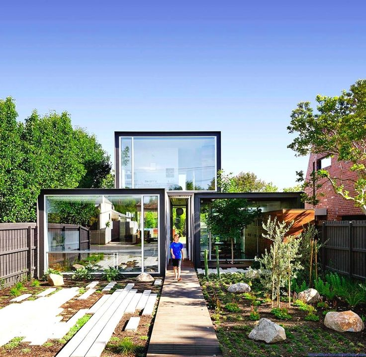 Modern Glass House in Melbourne picture