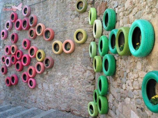 Giardino verticale con il #RicicloCreativo dei vecchi #Pneumatici  SEGUICI SU: www.facebook.com/CreoEco www.pinterest.com/CreoEco