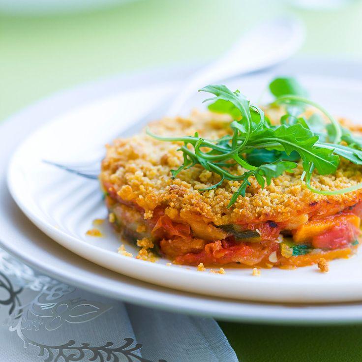 Découvrez la recette Crumble salé aux légumes d'été sur cuisineactuelle.fr.