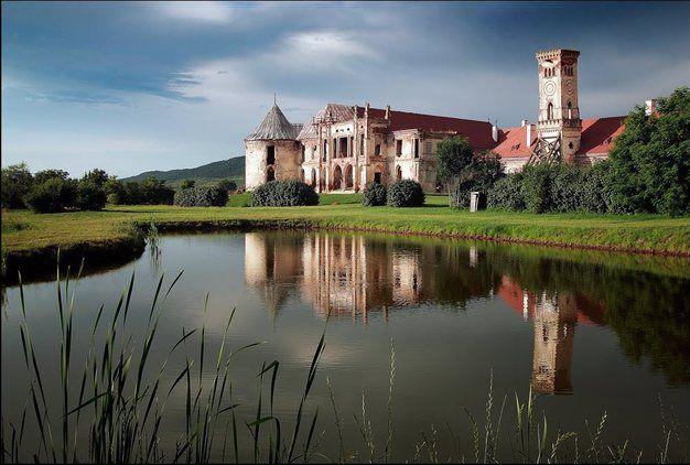 """România poate că nu se compară cu Germania sau cu Scoţia în ceea ce priveşte numărul impresionant de castele, însă are """"bijuteriile'' ei încărcate de"""