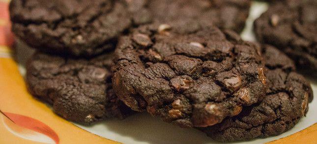 http://loveatfirstcake.jimdo.com/rezepte/chocolate-cookies-glutenfrei-vegan/