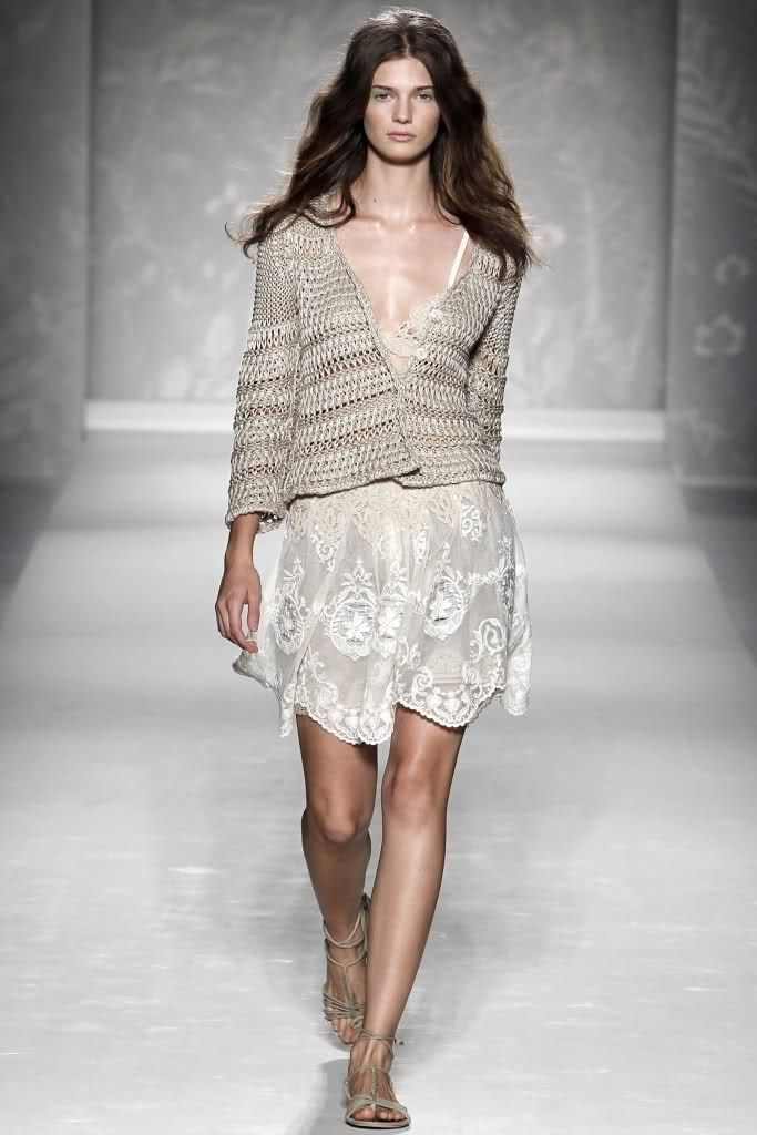Alberta Ferretti spring '11: Ferretti Springsumm, Fashion Style, Alberta Ferretti, Spring Summer, Crochet Sweaters, Crochet Skirts, Fashion Spring, Lace Dresses, Lace Fashion