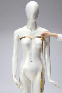Tour dessus poitrine: Cette mesure se prend au niveau de la naissance de la poitrine, un peu en dessous des aisselles; il est préférable de porter un soutien gorge pour pendre cette mesure.