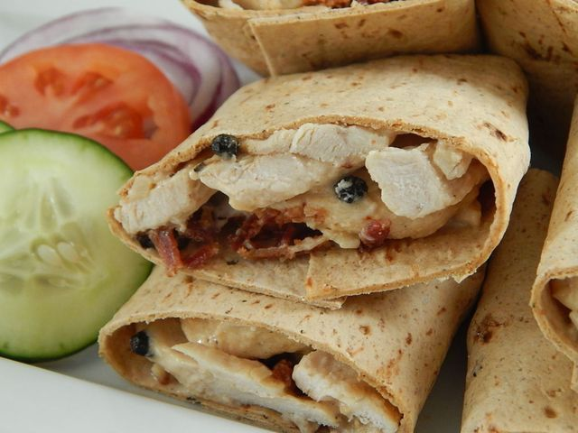 Wraps for dinner is a great solution for our busy lives.. I'm sure we would all love to be able to come home every day and cook a full course dinner, but time just get's in the way..I have been using