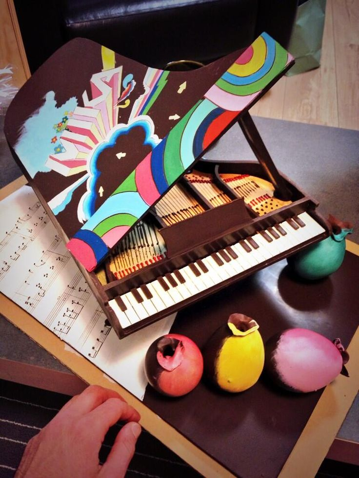 Surprise for Mika in his dressing room on The Voice France! (May 3, 2014) This was his favorite! It's a chocolate piano! :)