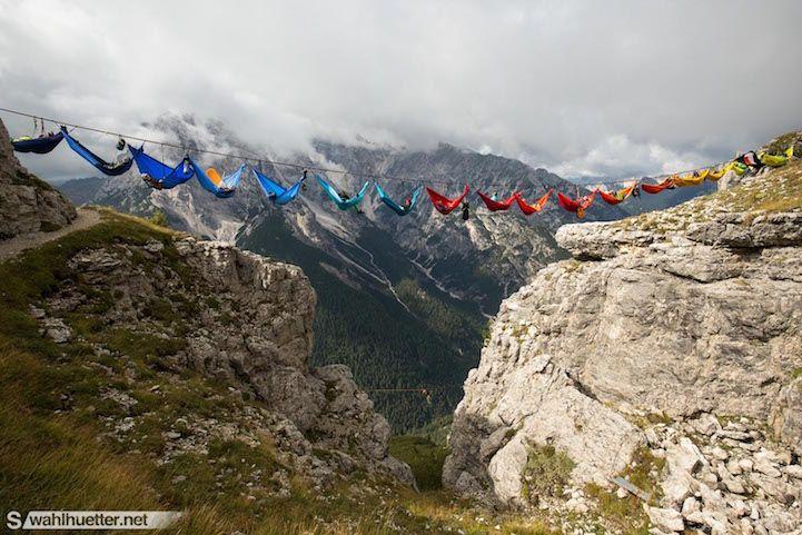 Gökyüzündeki rengârenk hamaklar barışı simgeliyor: Highline Meeting Monte Piana | Gaia Dergi